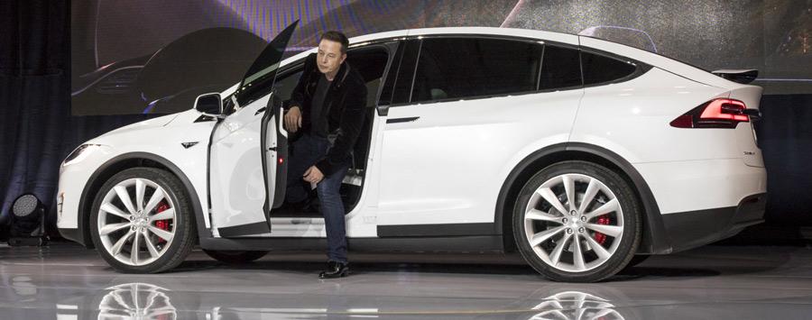 تسلا امیدوار است تا سال 2018 خودرو های بدون راننده خودشان از کشوری به کشوری دیگر برانند